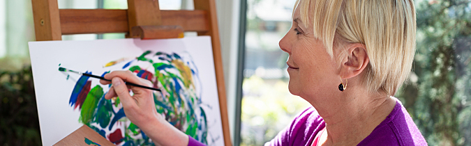 wellness65-article_happy-elderly-woman-painting_171129
